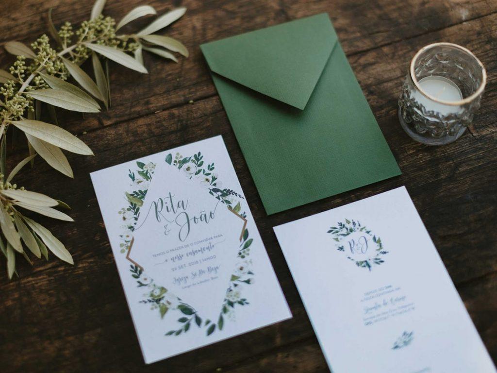 Entregar convite de casamento